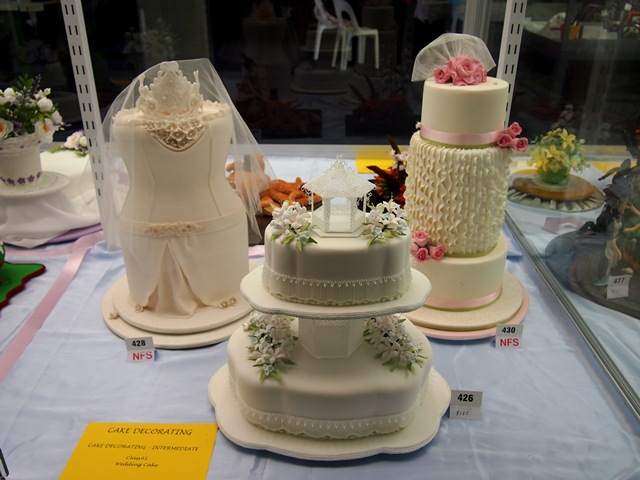 Wedding cakes, many of the categories