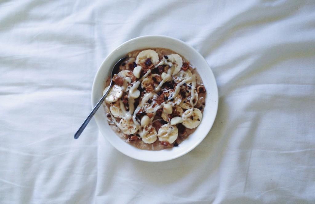 Fig, macadamia & banana porridge