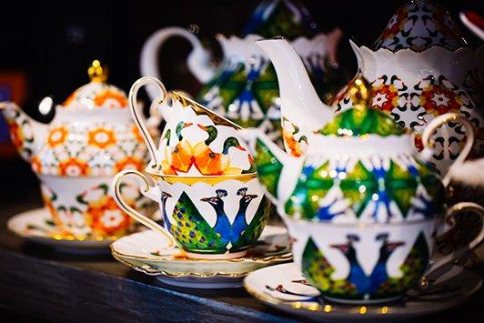 T2: Crazy Birds tea sets.