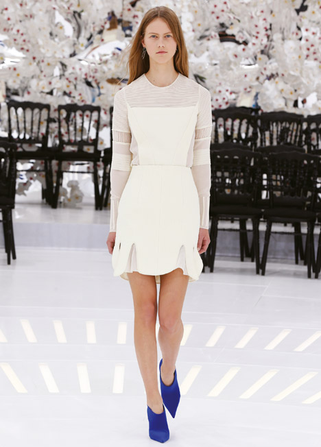 Dior-Haute-Couture-Autumn-Winter-2014_dezeen_468_8