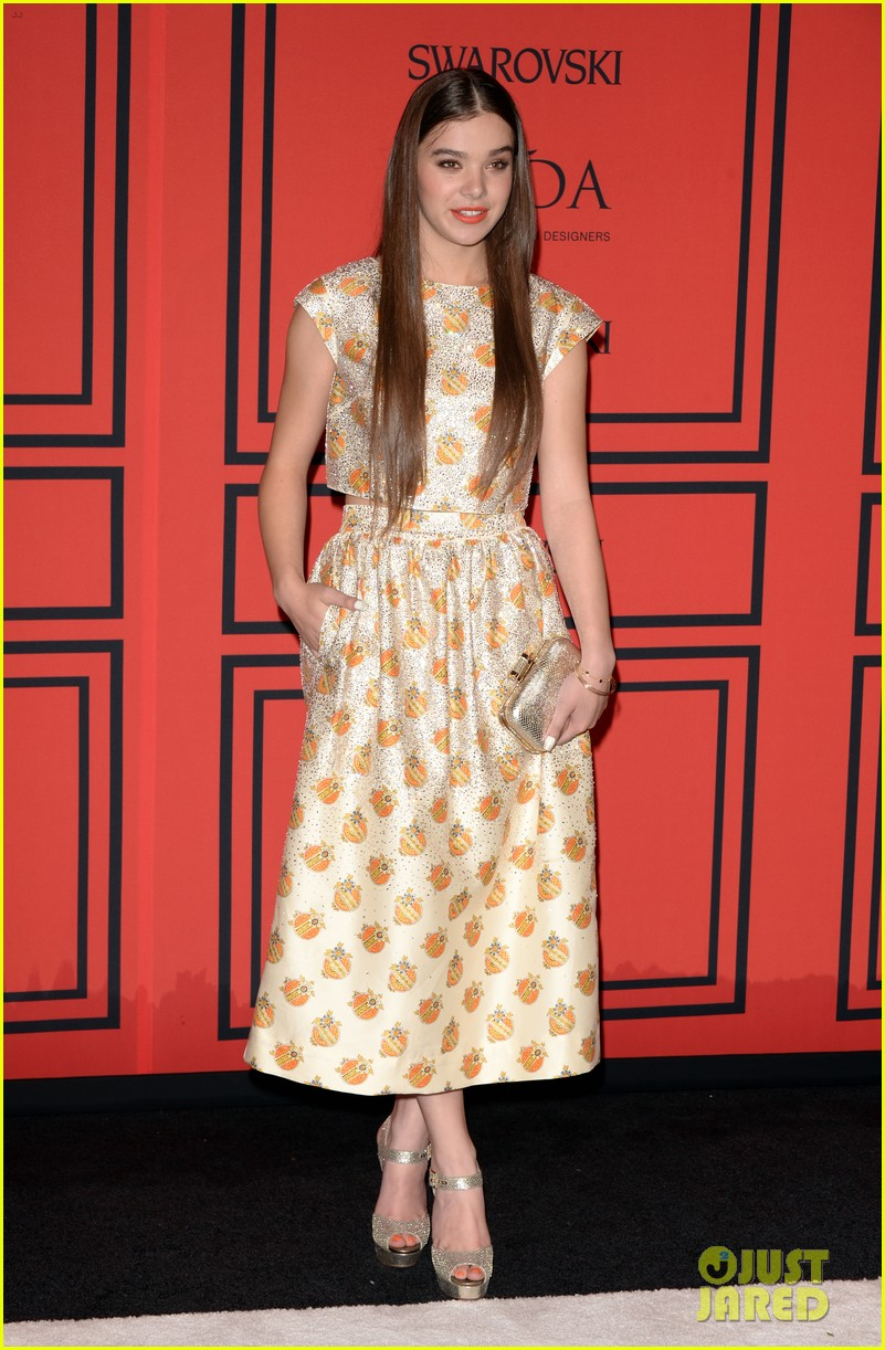 hailee-steinfeld-douglas-booth-cfda-fashion-awards-2013-03