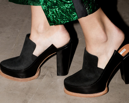 stories_shoes_black_mules