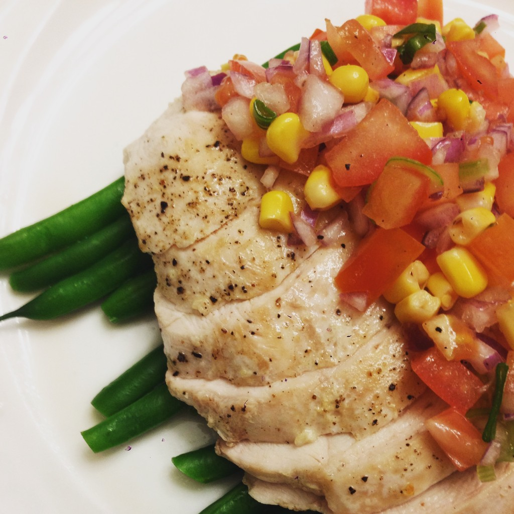 Chicken breast with green beans and salsa